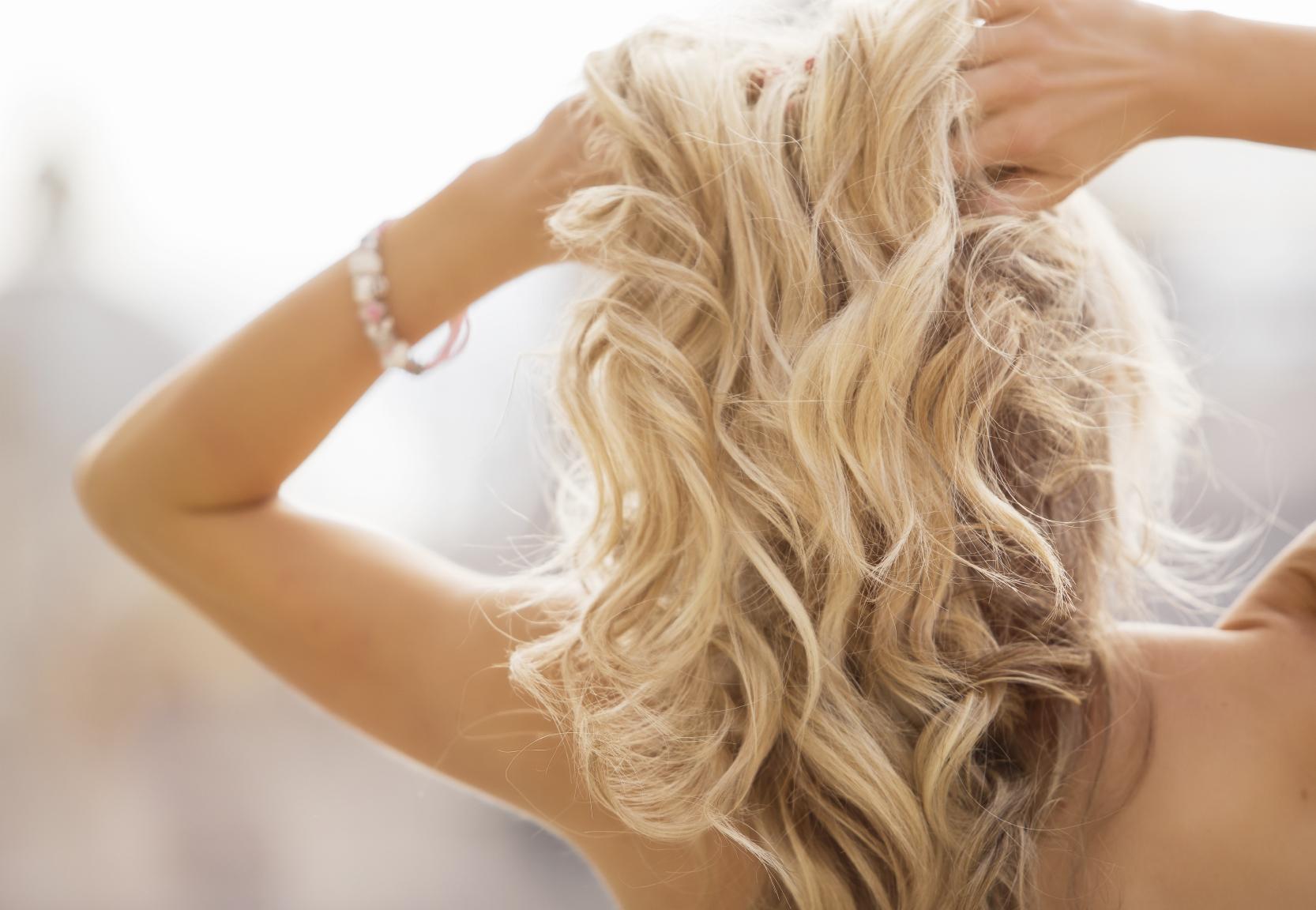 Красивые фото девушек со спины со средними волосами