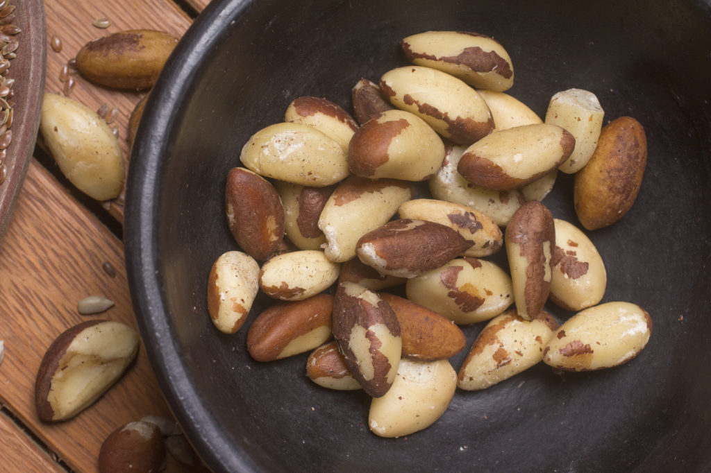 Food with unsaturated fat. Castanha do para seeds