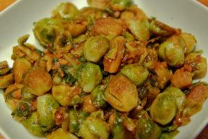 Блюдо из брюссельской капусты с чесноком