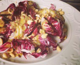 Салат из радичио и фундука
