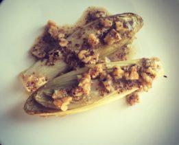 Запеченный салатный цикорий