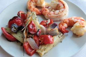 Запеченные овощи с креветками
