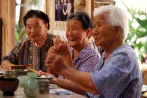 Японские женщины за ужином
