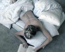 Reading_in_bed