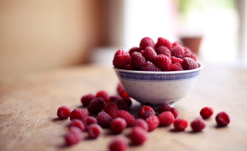 raspberries-bowl-food-photo-fresh-sweet-hd-wallpaper